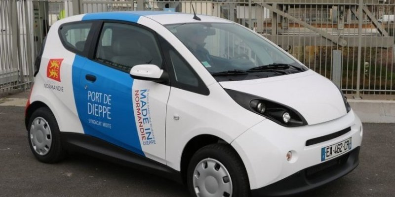 Une Bluecar made in Normandie sur le Port de Dieppe